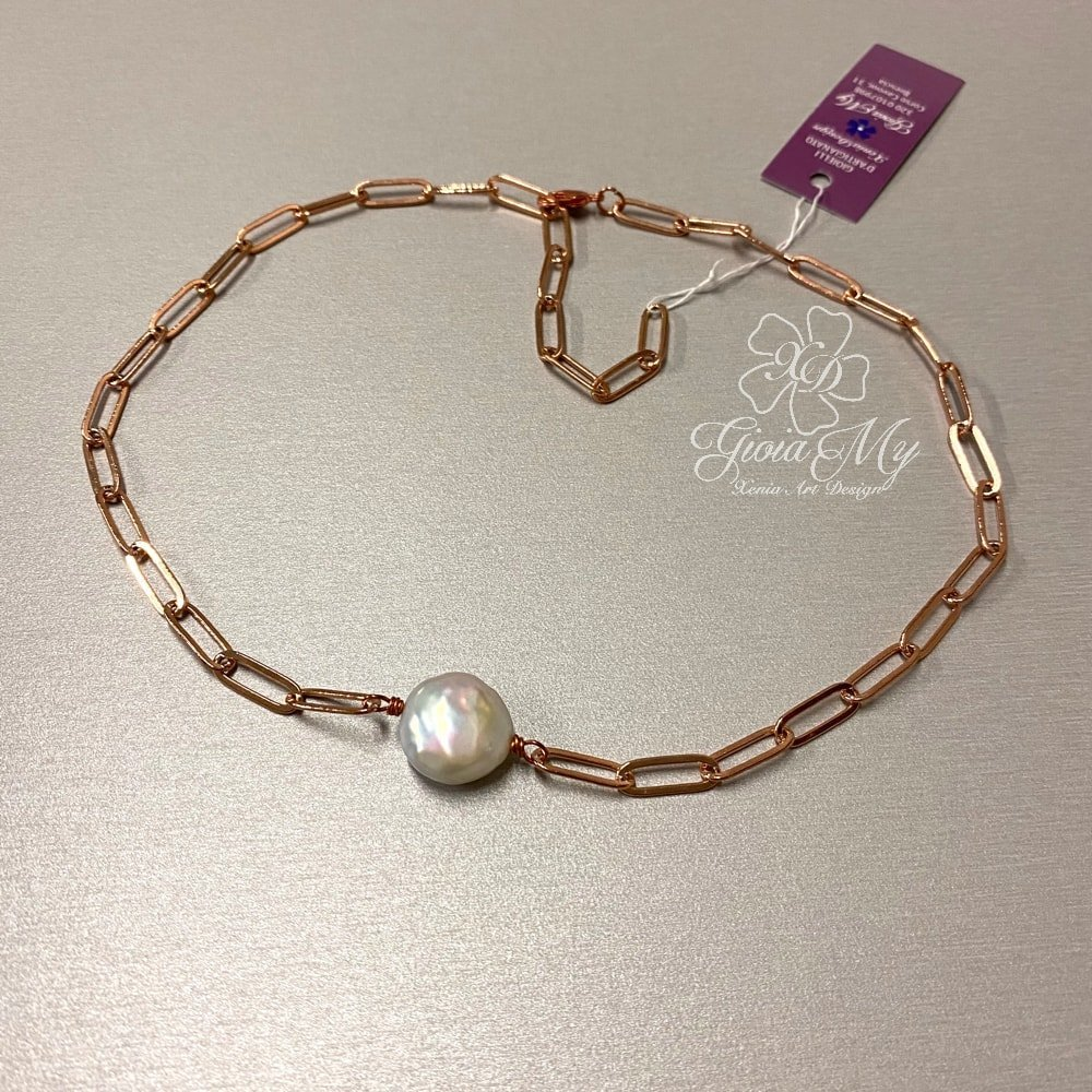 collana di tendenza con grande perla bianca barocca