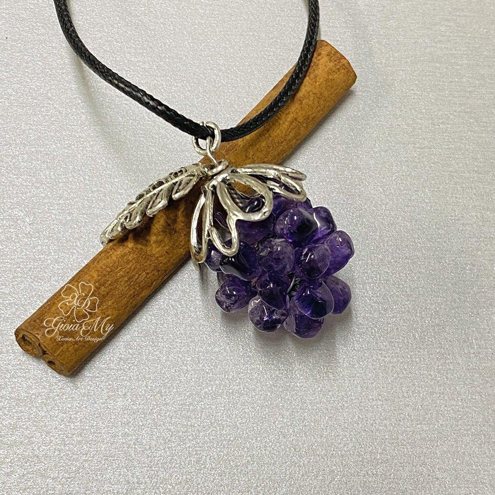 Ciondolo a forma di uva e pietra di ametista